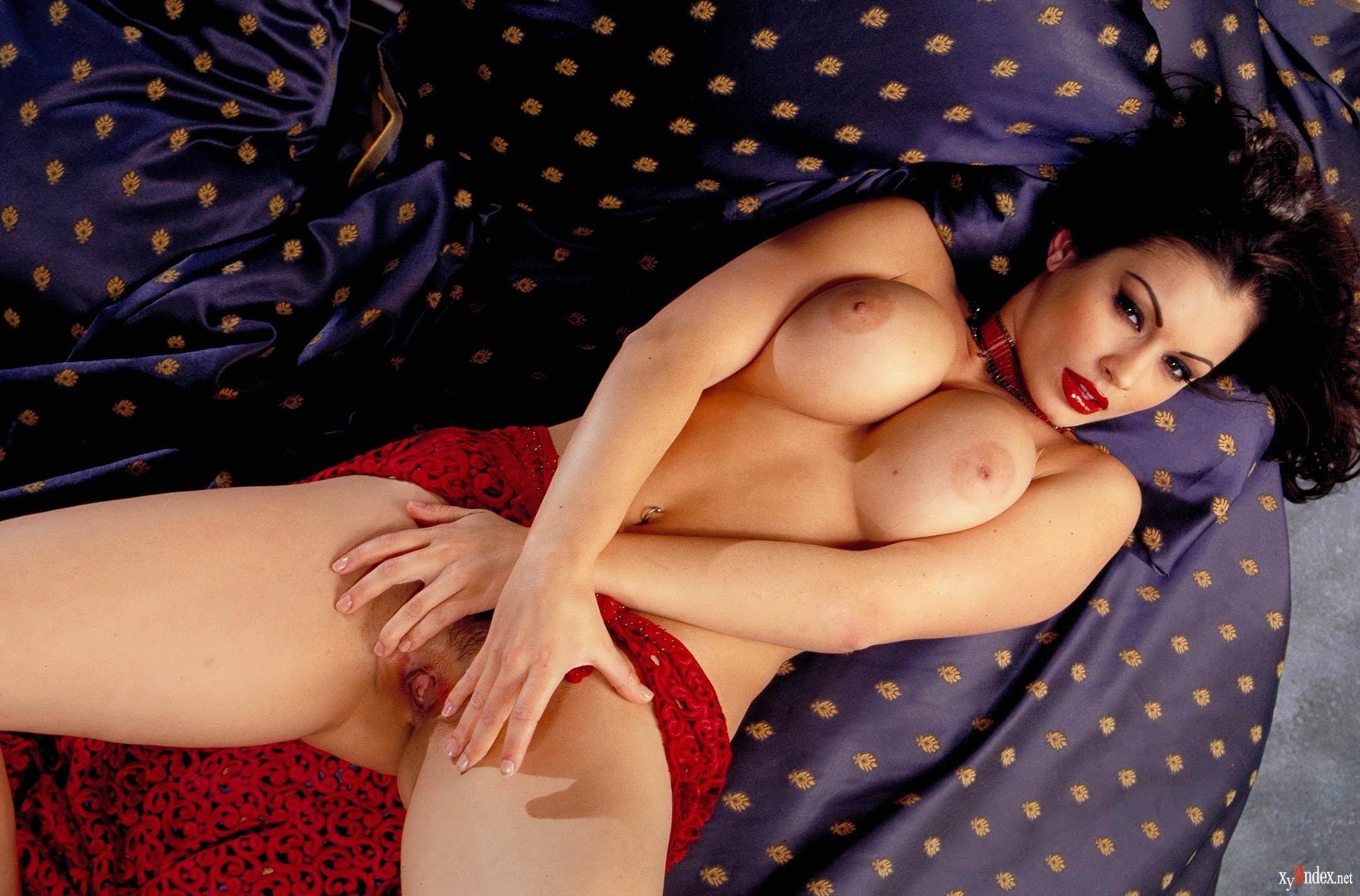 Aria giovanni boob press