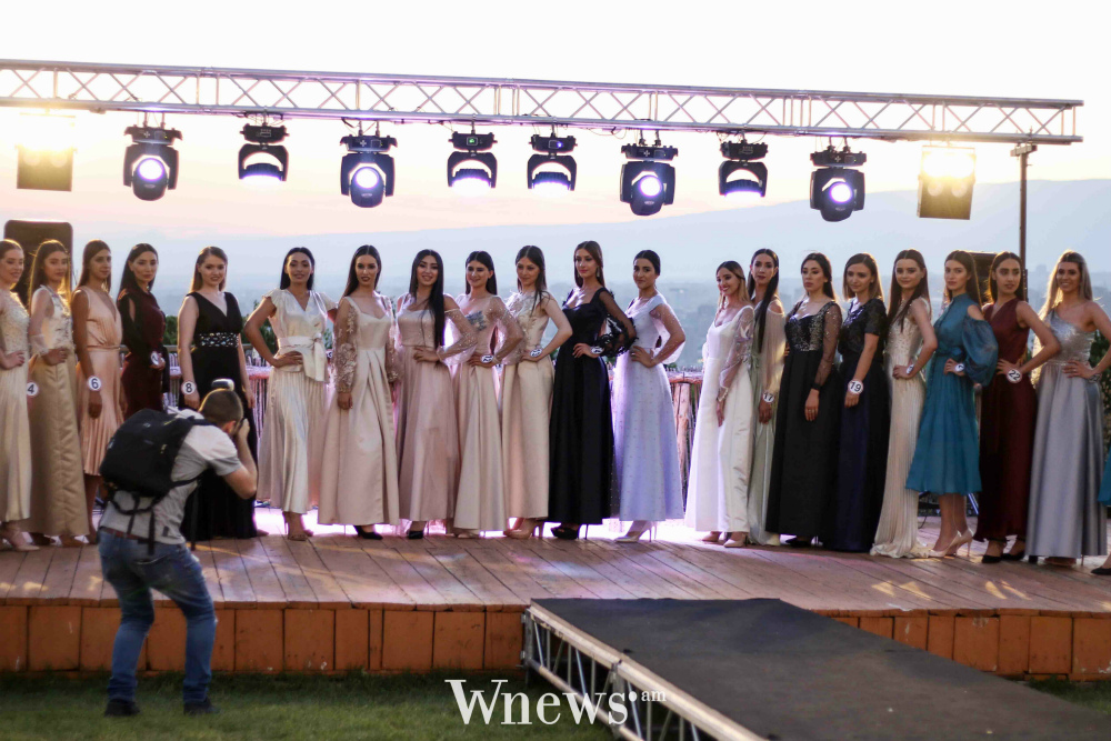 candidatas a miss armenia 2019. final: 9 & 15 july. - Página 3 1s7MzR