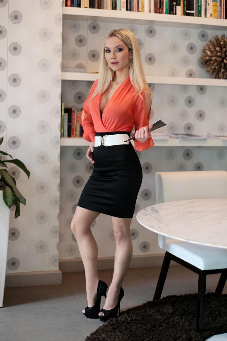 Фото в офисе в юбках