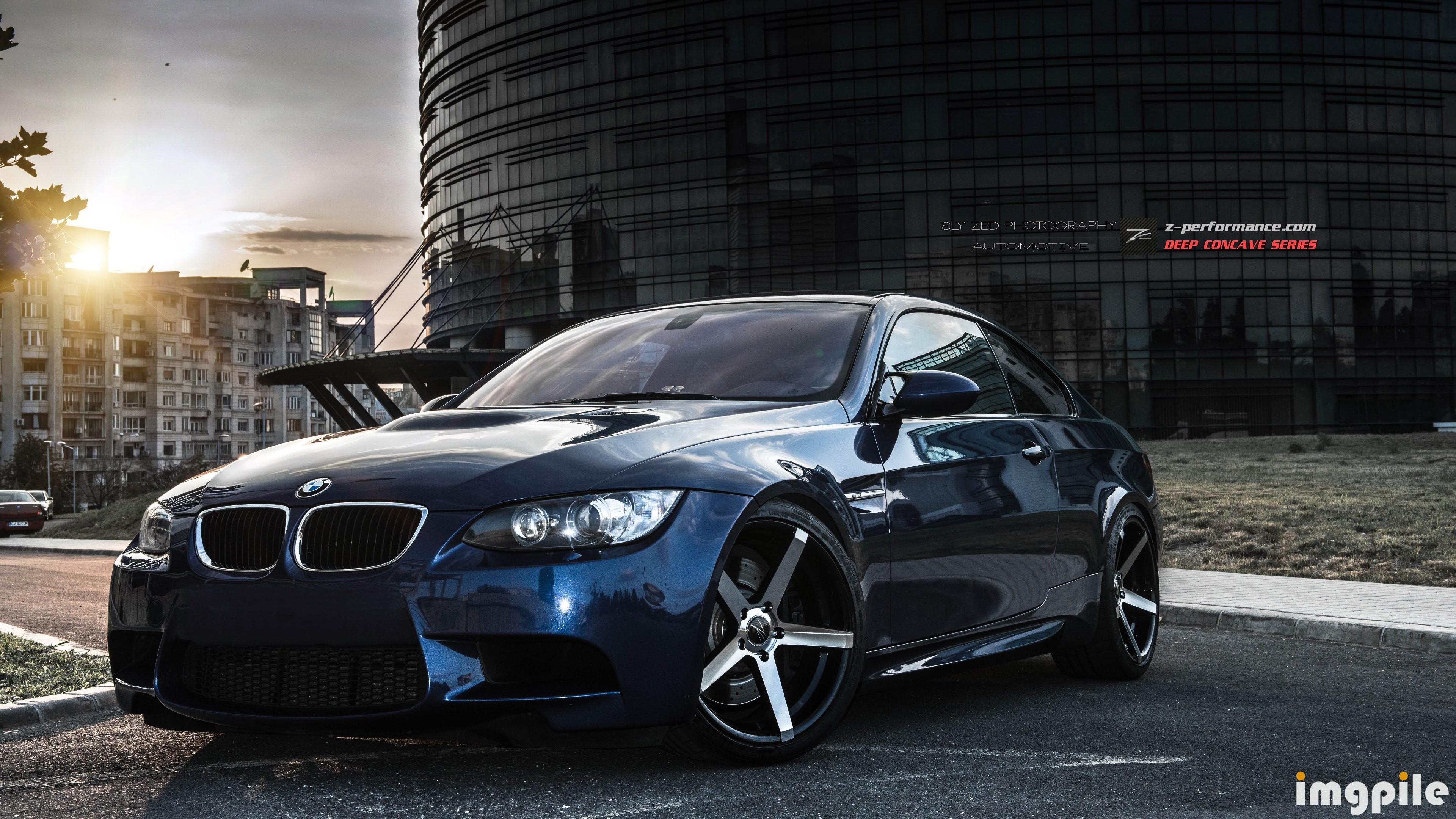 серо-белая BMW  № 477584 загрузить