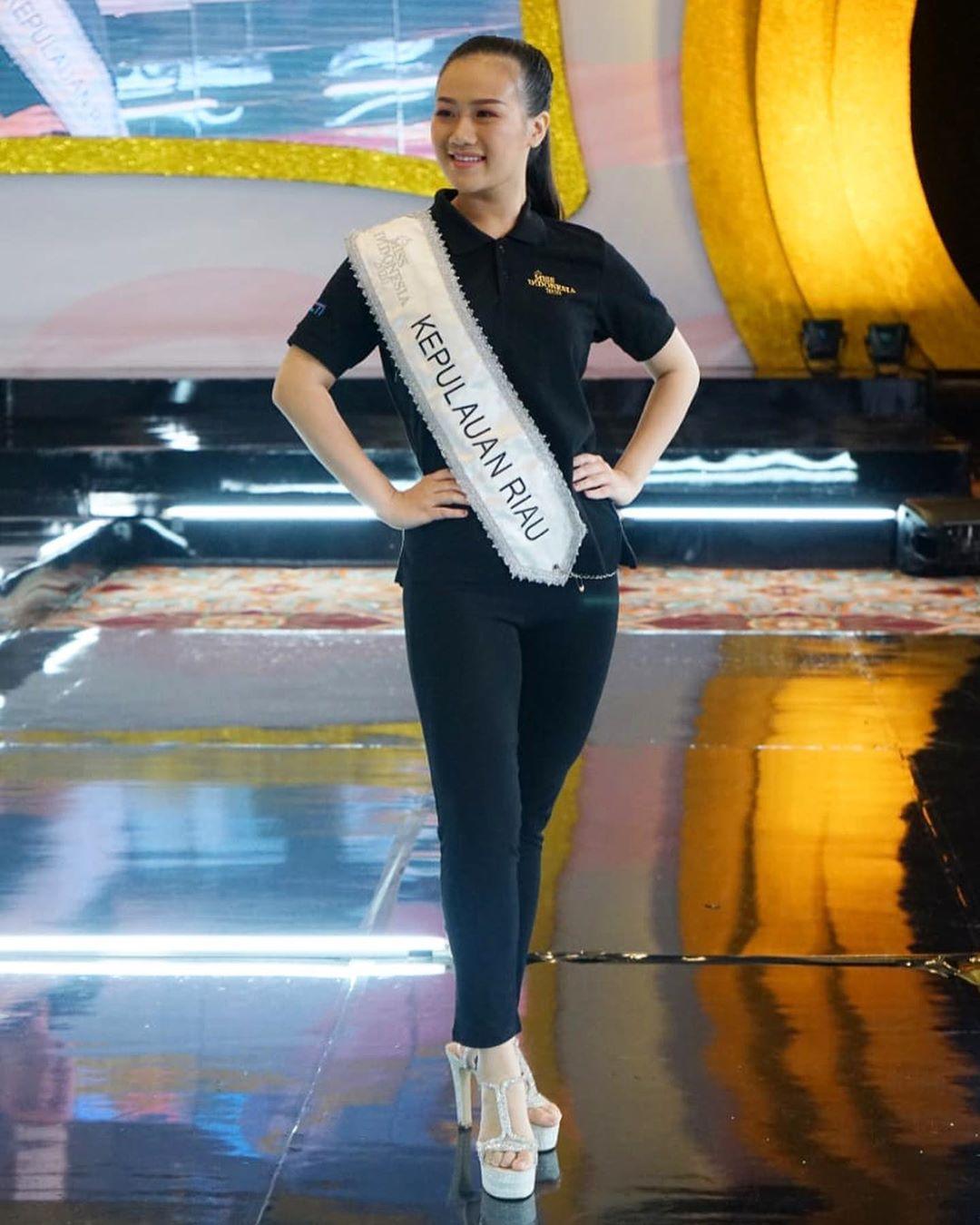 candidatas a miss indonesia 2020. final: 20 feb. - Página 4 IMWXRx