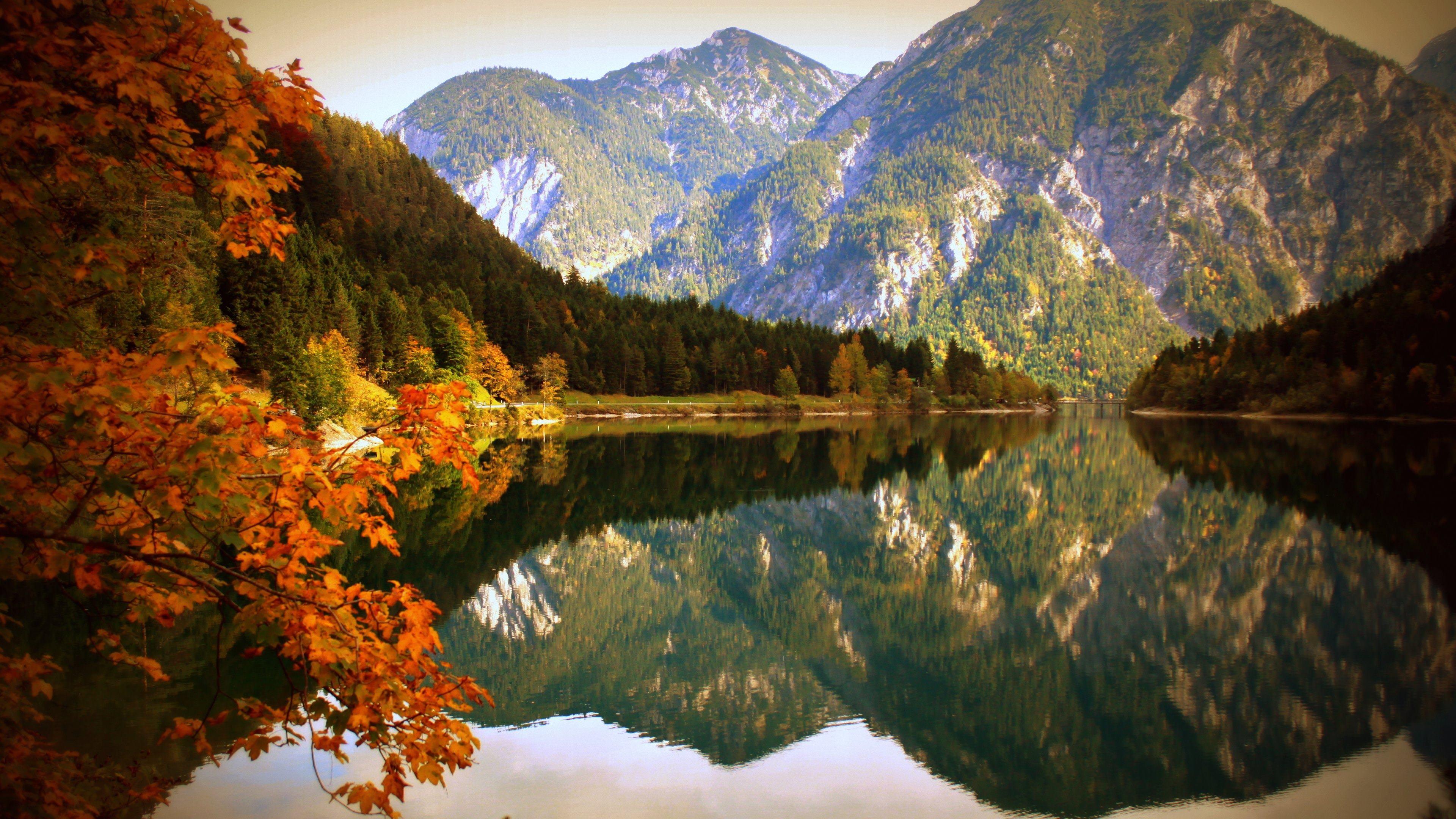 Озеро перед горой загрузить