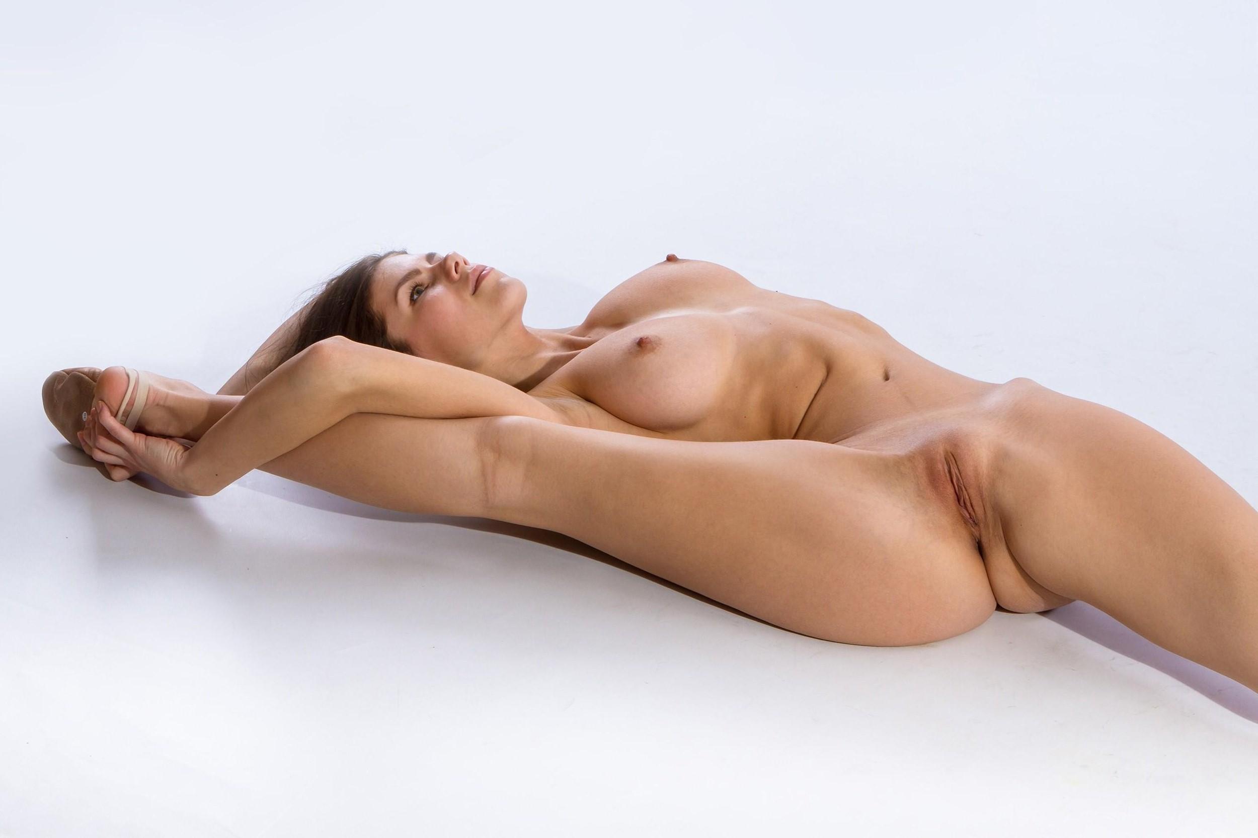 женщины голые на растяжке фото крупным - 10