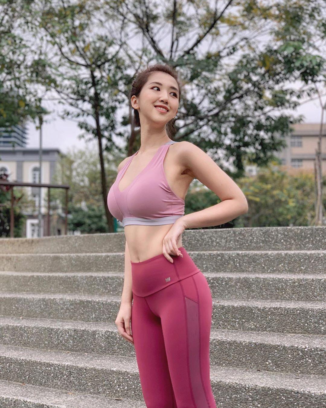 uCGm3u - IG正妹—何蓁 Chen Ho