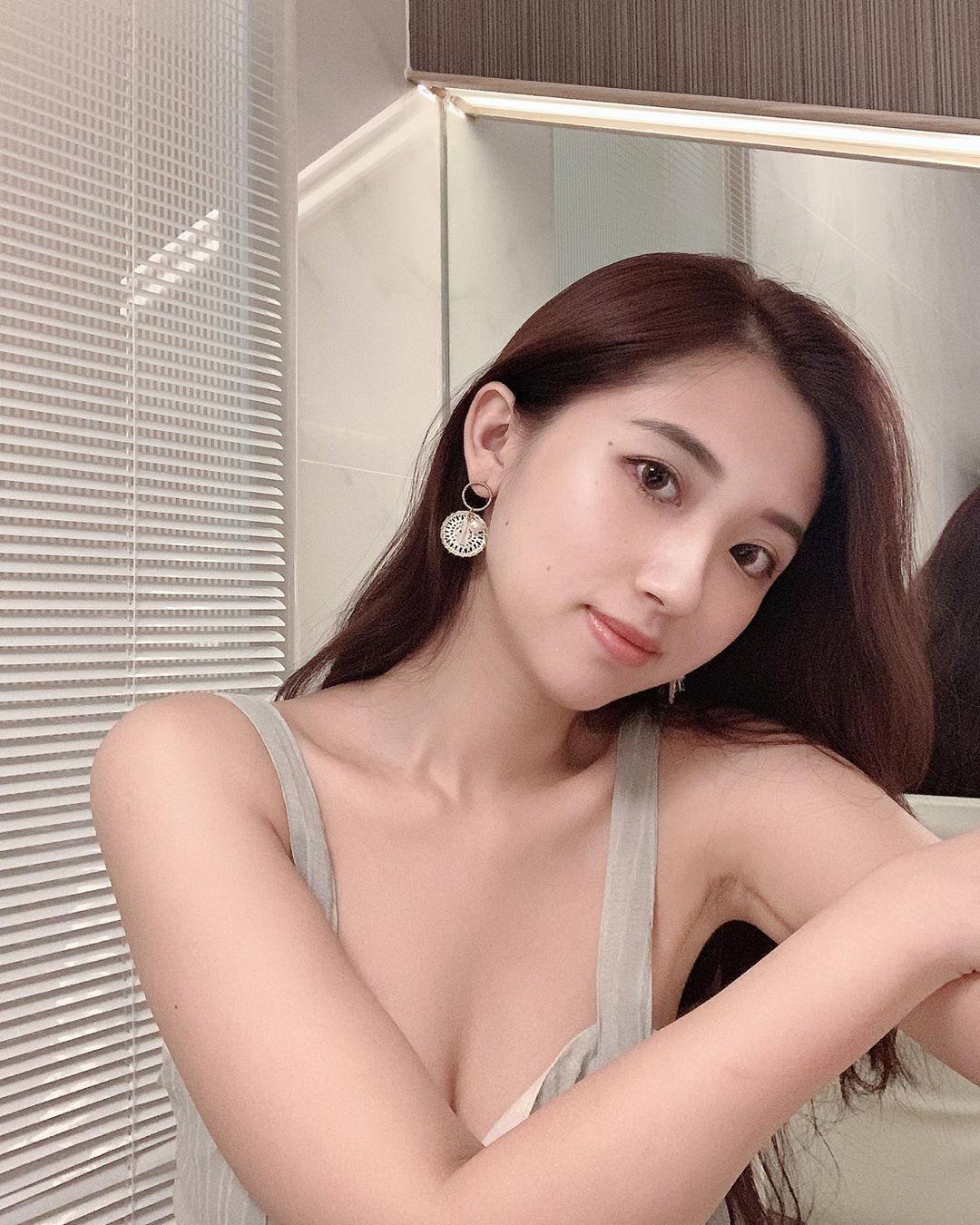 uCGzwk - IG正妹—何蓁 Chen Ho
